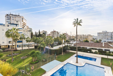 Beautiful apartment with lovely gardens and pool, Miramar area
