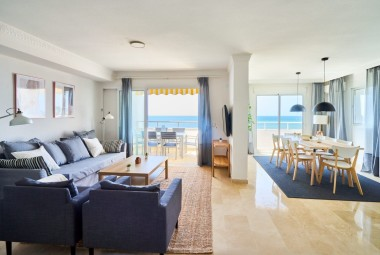 Spectacular duplex penthouse in the first line of the sea in Marbesa